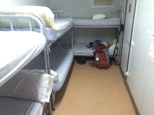 Mein Bett da wo der Rucksack steht